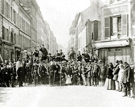 commune-de-paris-1871-barricade-rue-saint-sebastien-paris-xieme-ar.jpg